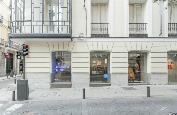 Fachada de la galería Lumas Madrid