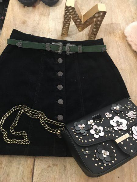 minifalda de pana con botones de Stradivarius