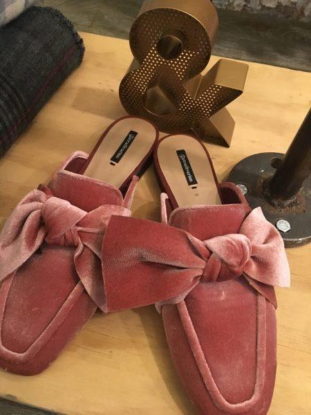 mules en rosa de la colección Otoño - Invierno de Stradivarius 17