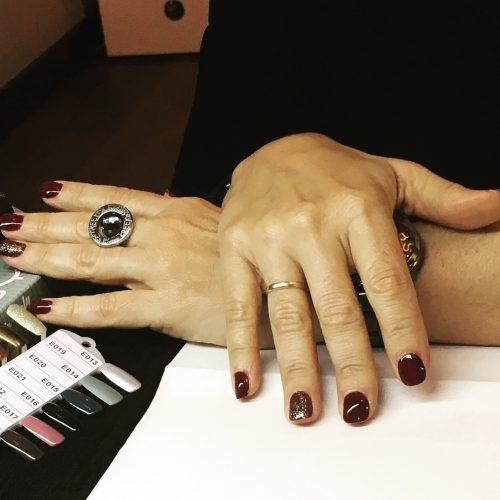 mis-manos-esmaltadas-con-dos-tonos-de-esmaltes-de-Faby