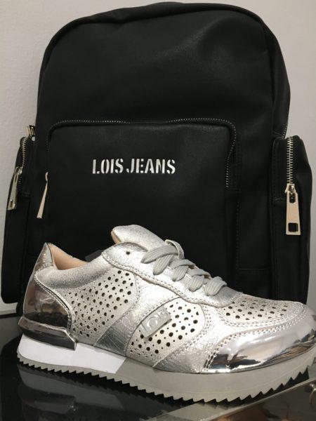 mochila-y-zapatillas-de-Lois