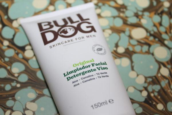 tubo-de-limpiador-facial-masculino-de-bulldog