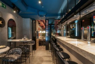 Barra-del-restaurante-Roostiq-de-Madrid