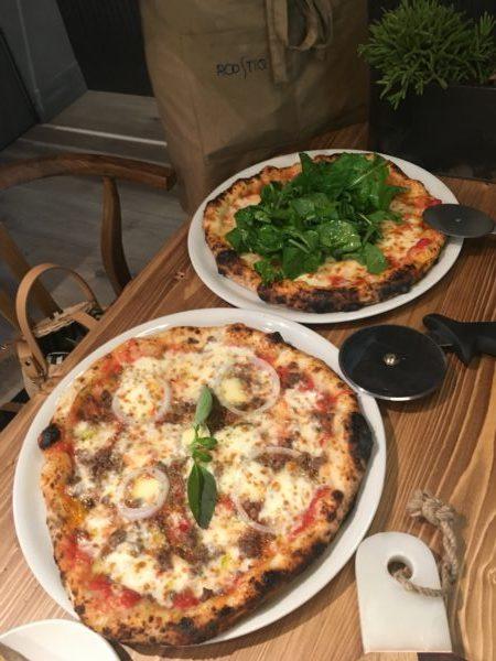 Pizzas-del-restaurante-Roostiq