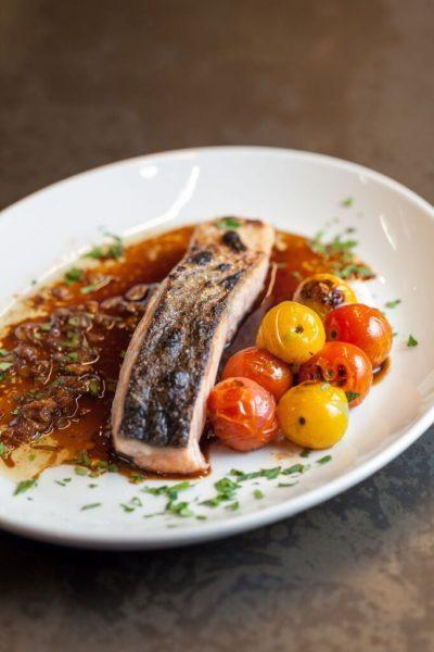 Lomo-de-salmón-con-cebolleta-de-Roostiq