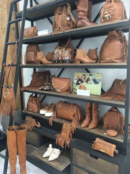 Estantería-de-la-tienda-de-Priscila-Welter