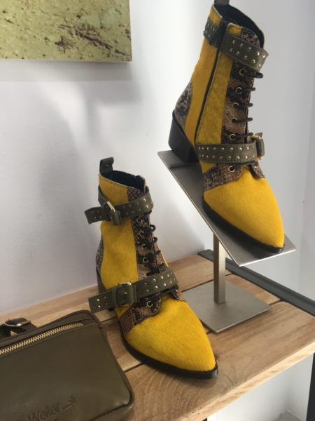 Botines-amarillos-de-Priscila-Welter