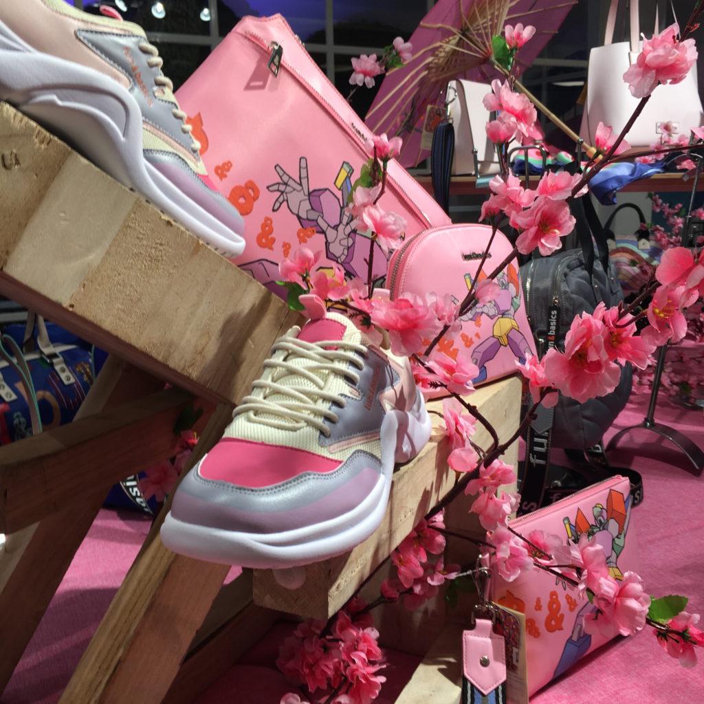 Sneackers-en-rosa-y-gris-de-fun-and-basics